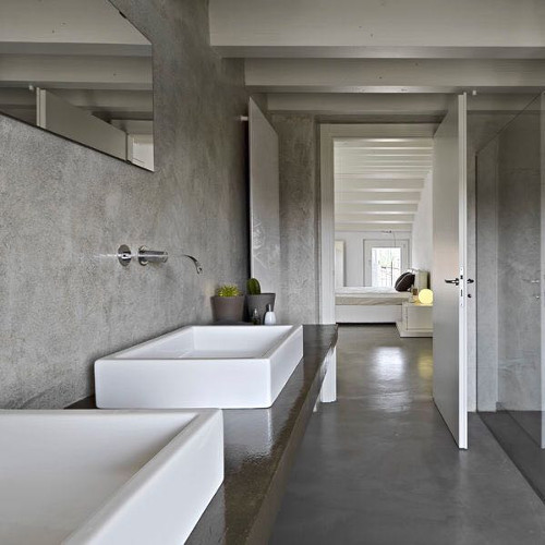 Das Verarbeiten Des Hochmodernen, Farblich Abgestimmten Baustoffs Auf  Fliesen Ist Ebenso Möglich Wie Das Verputzen Ganzer Wände Und Auch Möbel.